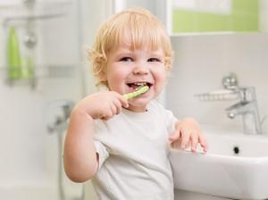 ребёнок двух лет сам чистит зубы